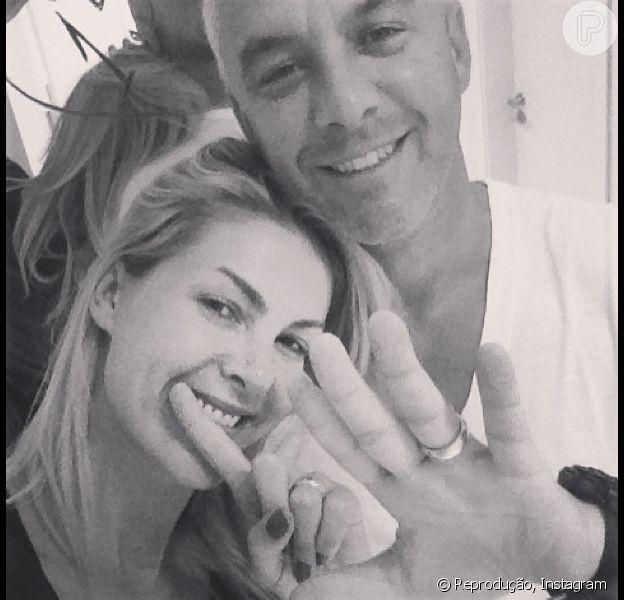 Ana Hickmann posta foto em sua conta do Instagram para comemorar 15 anos de casamento com o empresário Alexandre Corrêa, 14 de fevereiro de 2013
