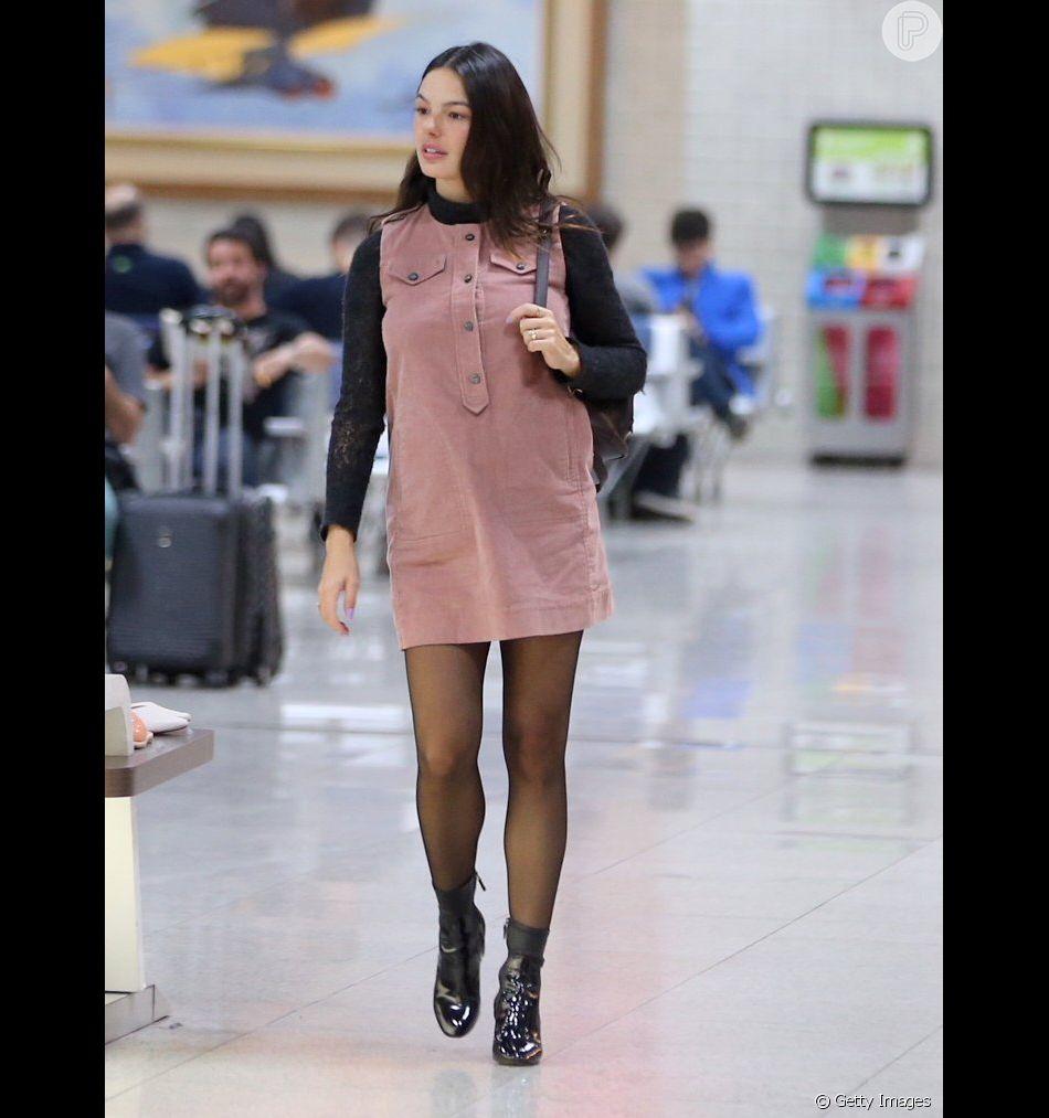 c8a23c2fe Vestidos curtos em estilo anos 60 estão de volta à moda. Isis Valverde com  look curtinho no aeroporto