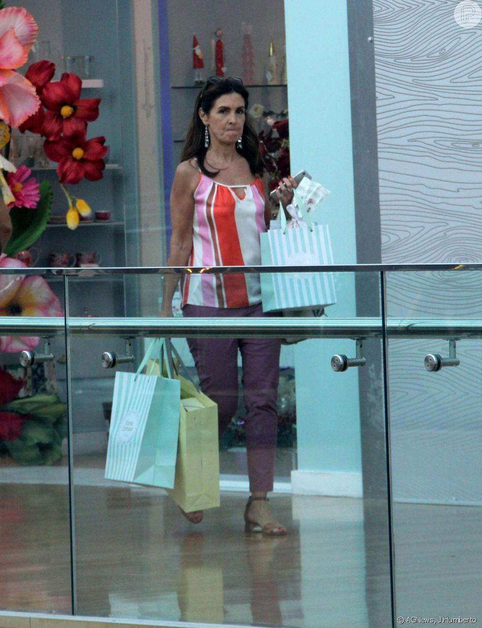 Fátima Bernardes vai às compras no shopping Village Mall, na Barra da Tijuca, zona oeste do Rio de Janeiro, nesta segunda-feira 17 de dezembro de 2018
