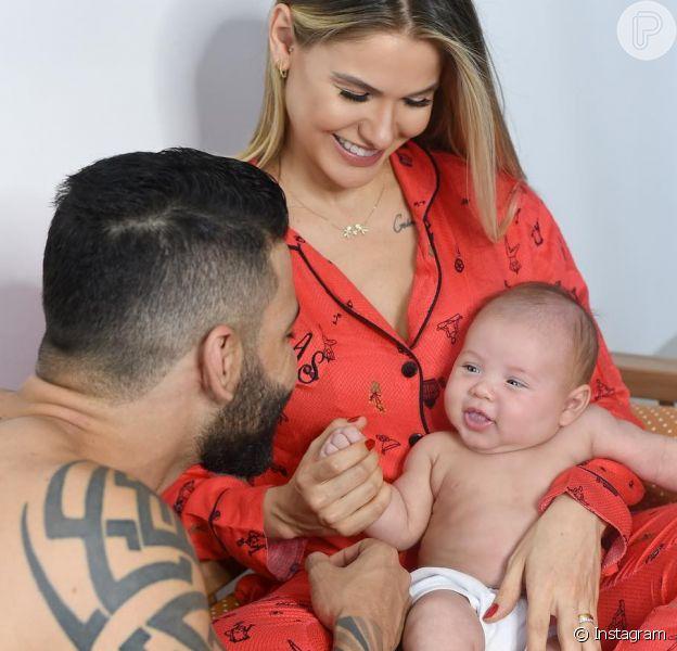 Gusttavo Lima dividiu com os seguidores um momento fofo com o filho caçula, Samuel, nos Stories