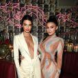 O estilo de Kylie Jenner: look coberto, porém sexy, ao lado da irmã Kendall