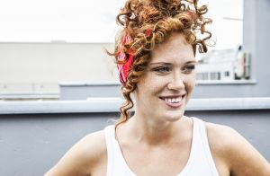 Os acessórios de cabelo que serão o must have do seu verão. Marina Ruy  Barbosa ... 0f998fbdaa0