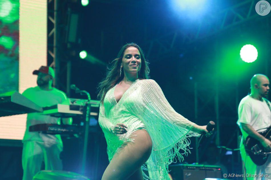 Anitta faz show em Jericoacoara e o affair, Ronan, é filmado em plateia na madrugada de terça-feira, dia 01 de janeiro de 2019