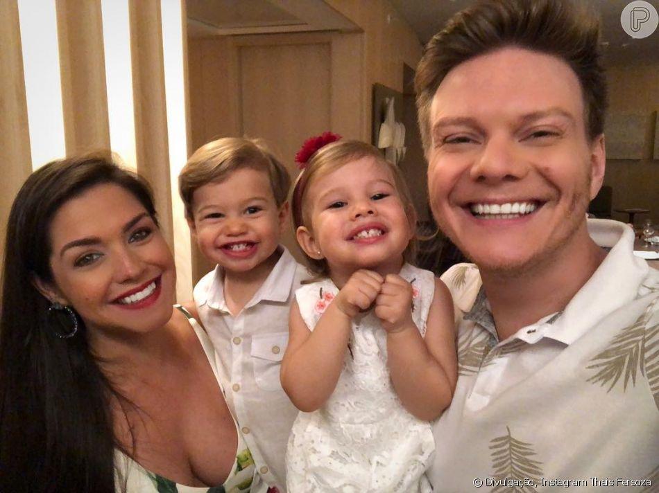 Thais Fersoza postou a primeira foto com os filhos, Melinda e Teodoro, ao lado do marido, Michel Teló, nesta terça-feira, 1º de janeiro de 2019: ' Saúde, amor e paz'