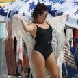 Fernanda Souza vestiu a saída de praia assim que a comprou