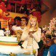 Já na Globo, nos final dos anos 1990, Angélica apresenta o 'Angel Mix' com Geovanna Tominaga e Juliana Silveira