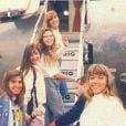 Giovanna Antonelli embarca em avião ao lado de outras Angelicats