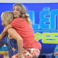 Ticiane Pinheiro brincou de 'cavalinho' com Ana Hickmann no 'Programa da Tarde'