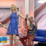 Ticiane Pinheiro brinca de 'cavalinho' com Ana Hickmann e leva tombo no palco