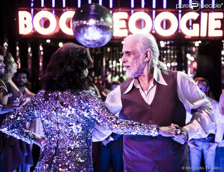 Vicente (Francisco Cuoco) e  Madalena (Betty Faria) arrasam na pista de dança em 'Boogie Oogie' (18 de setembro de 2014)