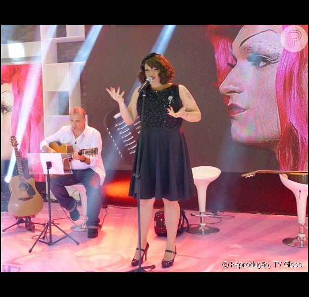 Drag Queen Deena Love canta no 'Mais Você' após se destacar no 'The Voice Brasil' (19 de setembro de 2014)
