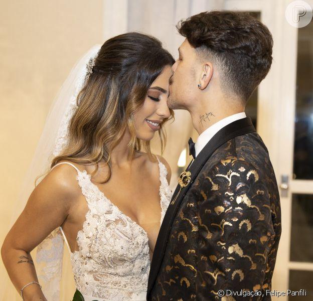 Juntos há oito meses, Gabi Brandt e Saulo Poncio se casam