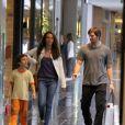Nesta sexta-feira (19), Vladimir Brichta passeou com os filhos, Agnes e Vicente