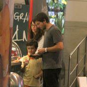 Vladimir Brichta passeia e toma sorvete com os filhos em shopping no Rio