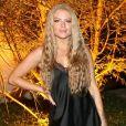 O cabelo ondulado estilo pós-praia garante um visual ainda mais veraneio à Luísa Sonza