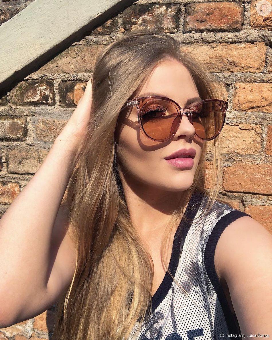 Óculos de sol com armações grandes e estilo gatinho são aposta de Luísa  Sonza e03dffbb9c