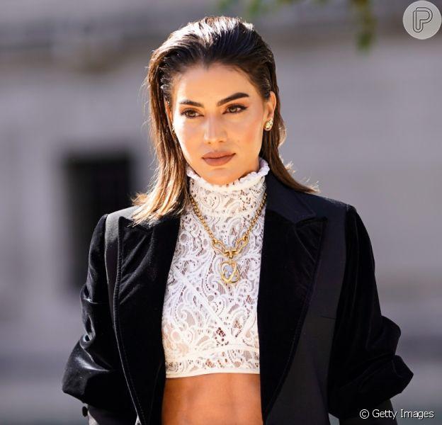 Camila Coelho: alfaiataria + cropped rendado
