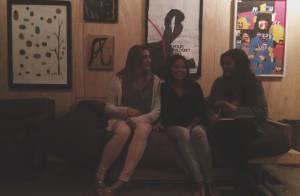 Bruna Marquezine se diverte com a amiga Sasha e posta foto no Instagram