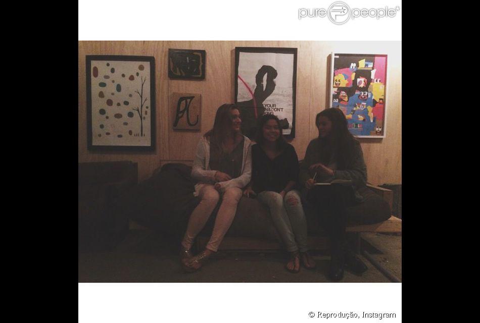 Bruna Marquezine aproveitou a tarde desta segunda-feira, 22 de setembro de 2014, ao lado da amiga Sasha Meneghel
