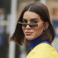 Tendências da Moda de Rua da Paris Fashion Week: Camila Coelho usa óculos moderninho combinando com a roupa