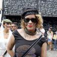 Leandra Leal posa antes de curtir o bloco Acadêmicos do Baixo Augusta, em São Paulo