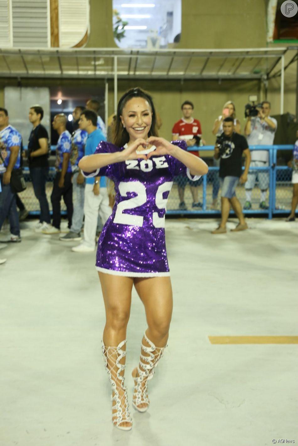 Sabrina Sato brilha e samba muito em ensaio de carnaval da Unidos de Vila Isabel, no Rio de Janeiro