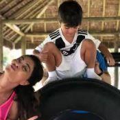 Juliana Paes usa filhos, Antonio e Pedro, como peso em treino: 'Mamãe sinistra'