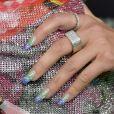 Inspiração para o Carnaval: Dua Lipa adora apsotar em unhas coloridas e com glitter