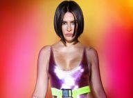 Body metalizado cavadíssimo e meias neon: o look retrô de Cleo para o Carnaval