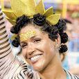 Alexandra Loras apostou na pedraria dourada para compor sua fantasia solar no Carnaval do Rio