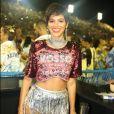 Bruna Marquezine fez uma produção especial para curtir a segunda-feira de Carnaval na Sapucaí