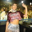 Bruna Marquezine deixou a barriga de fora em uma camisa customizada do espaço vip Nosso Camarote