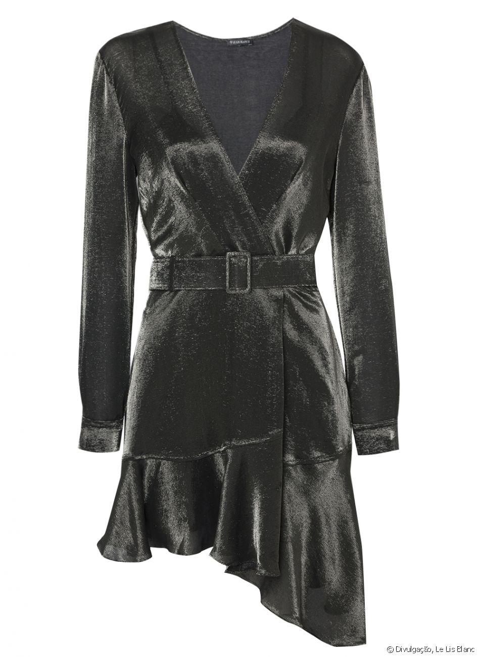 Vestido com tecido metalizado usado por Patrícia Poeta é da marca Les Lis Blanc