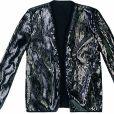 Uma jaqueta brilhosa já muda o look com o truque da terceira peça né? Essa metalizada é da Mixed R$ 259