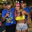 Anitta foi filmada beijando Neymar em camarote na Sapucaí
