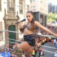 Anitta, que está oficialmente solteira, beijou Neymar no Carnaval