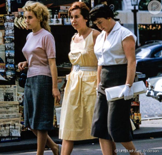 Vintage ou retrô? Na moda, o vintage se refere a peças dos anos 20 até os últimos 20 anos, já o retrô são peças recentes com um ar antigo