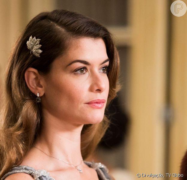 Nos últimos capítulos da novela 'Espelho da Vida', Dora (Alinne Moraes) descobre ser filha de Eugênio (Felipe Camargo), se revolta com Júlia (Vitória Strada): 'Quero que ela morra'