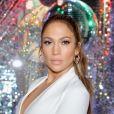 Maquiagem com glow de Jennifer Lopez deixa a cantora e atriz ainda mais radiante