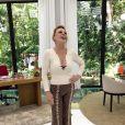 Ana Maria Braga está sempre antenada na moda e aposta em estampas animal print e decotes.