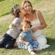 Patricia Abravanel registrou gravidez em ensaio fotográfico ao lado dos filhos, Pedro e Jane