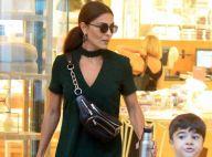 Prática e fashion! Juliana Paes alia pochete a vestido em shopping com filhos