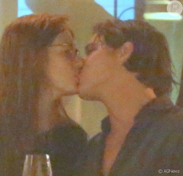 Romulo Neto foi clicado aos beijos com a modelo argentina Sonia Vasena Potocki