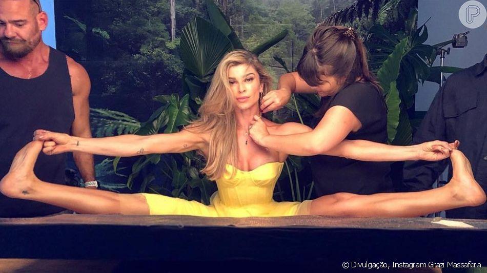 Grazi Massafera mostrou flexibilidade ao fazer exercício de yoga