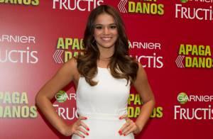 Bruna Marquezine usa look branco total em evento de beleza em SP: 'Me achando'