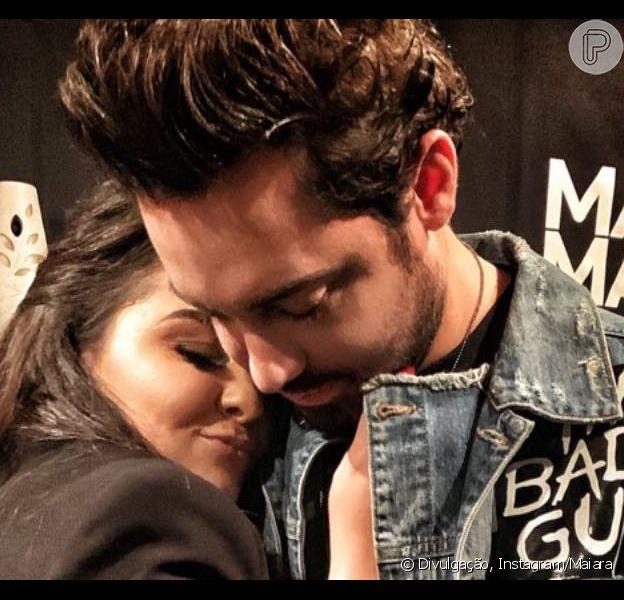 Maiara ganha 1º pedaço de bolo e beijo em aniversário de Fernando Zor em vídeo no domingo, dia 21 de abril de 2019