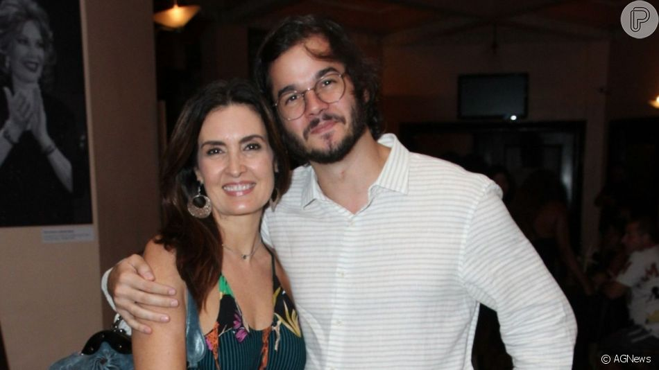 Fátima Bernardes explicou o anel que vem usando na mão direita por conta de seu relacionamento com Túlio Gadêlha: 'Um ano e meio de namoro'