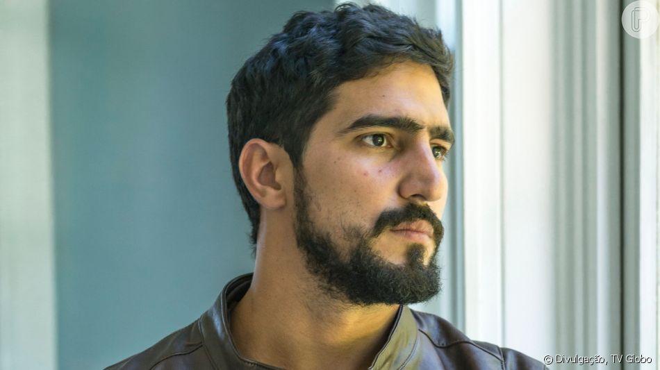 Jamil (Renato Góes) vai sofrer com a aproximação de Bruno (Rodrigo Simas) e Laila (Julia Dalavia), na novela 'Órfãos da Terra'.