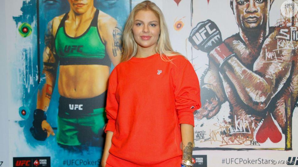 Luísa Sonza aposta em conjunto de moletom vermelho para o UFC 237