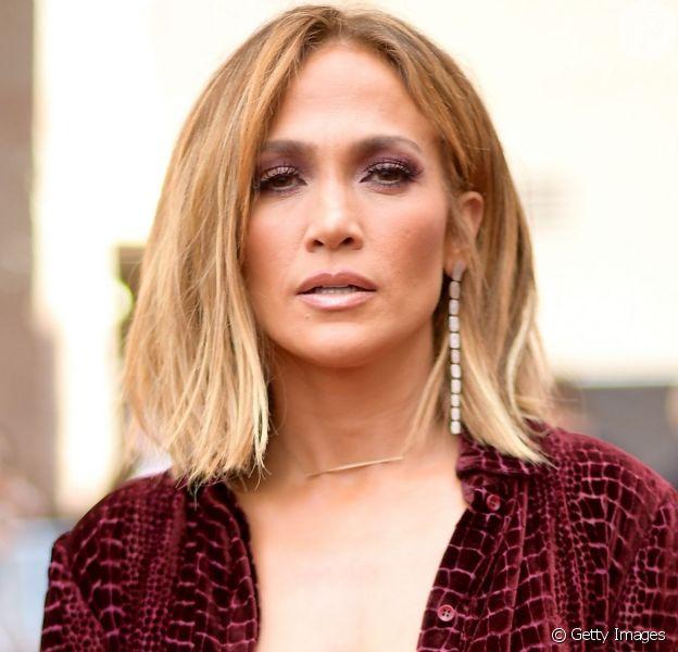 Filha de Jennifer Lopez surpreende mãe em ensaio e mostra talento ao cantar